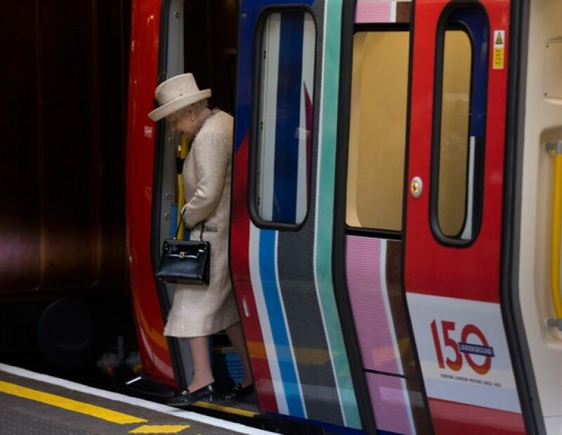 Hoy se cumplen 150 años de este gran transporte, por ello la realeza acudió a este evento. Datos curiosos: el pin que le regalaron a la futura mamá y la reaparición de la reina Isabel II.