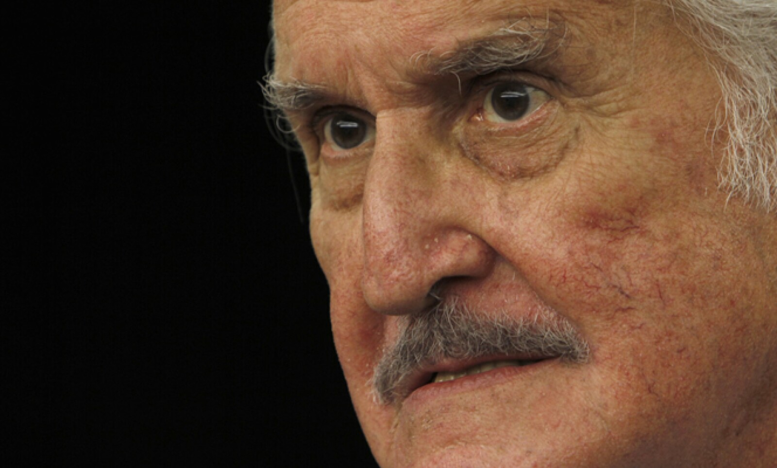 El escritor mexicano, Carlos Fuentes, falleció a los 83 años de edad el 15 de mayo.