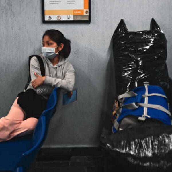 57,000 MDP representó para México el costo económico del AH1N1 (0.7% del PIB). Esto equivale a 67.5% del presupuesto del sector salud en 2009. Diana Meneses pasó días y noches esperando noticias de la salud de su esposo.