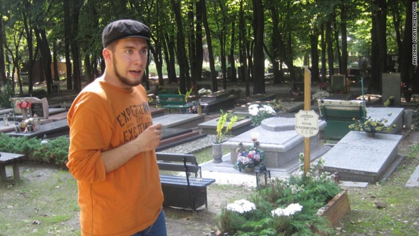 hombre cementerio