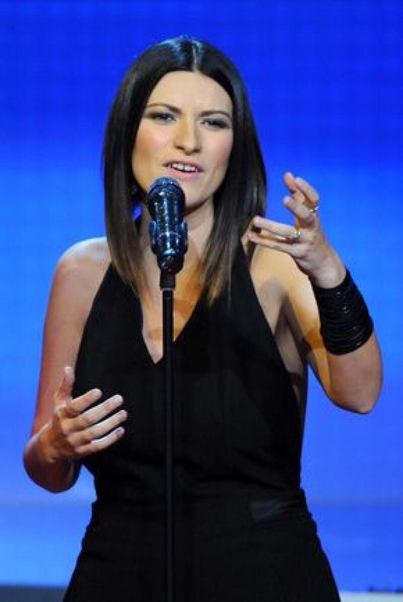 La cantante italiana da a conocer su más reciente tema, Primavera Anticipada, a dueto con James Blunt.