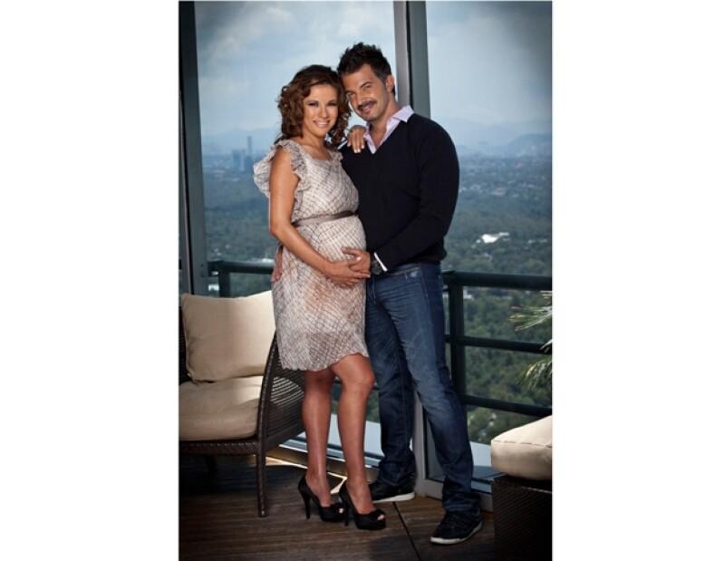 La feliz pareja ha conformado una linda familia, que pronto estará completa con su nuevo integrante Paolo.