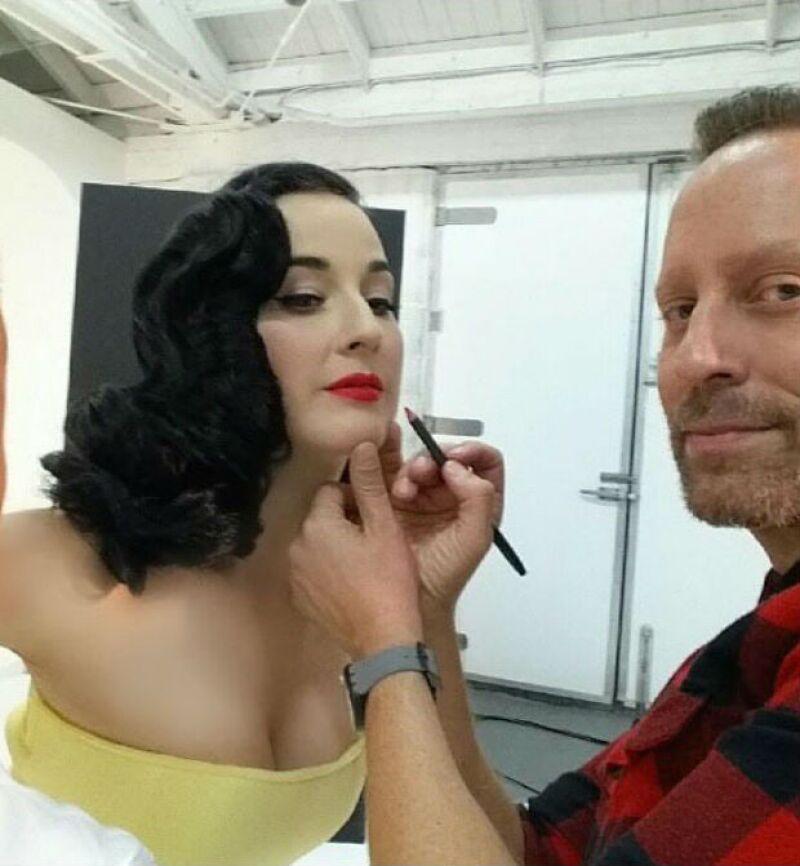 Gregory Arlt trabajando con la bella Dita Von Teese.