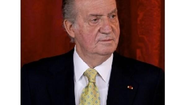 El descubrimiento de una fuerte transferencia de dinero del Rey Juan Carlos a la Infanta Cristina e Iñaki Urdangarin, tienen una vez más al monarca en el ojo del huracán.