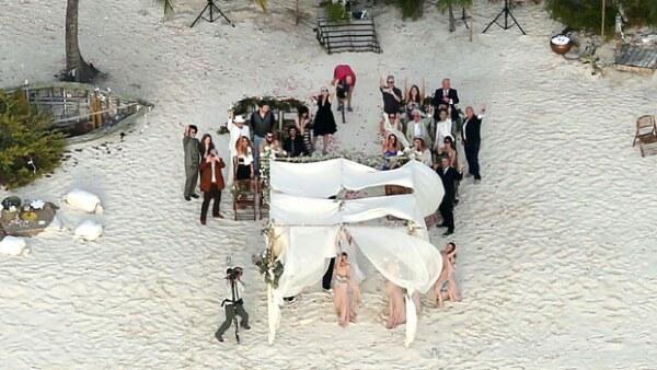 La pareja de actores celebró su segunda boda, después de casarse hace unos días por el civil en Los Ángeles, en la isla privada de él.