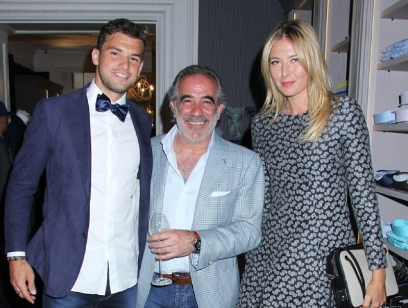 Maria Sharapova con su novio Grigor Dimitro (a la izquierda) a mediados de junio.