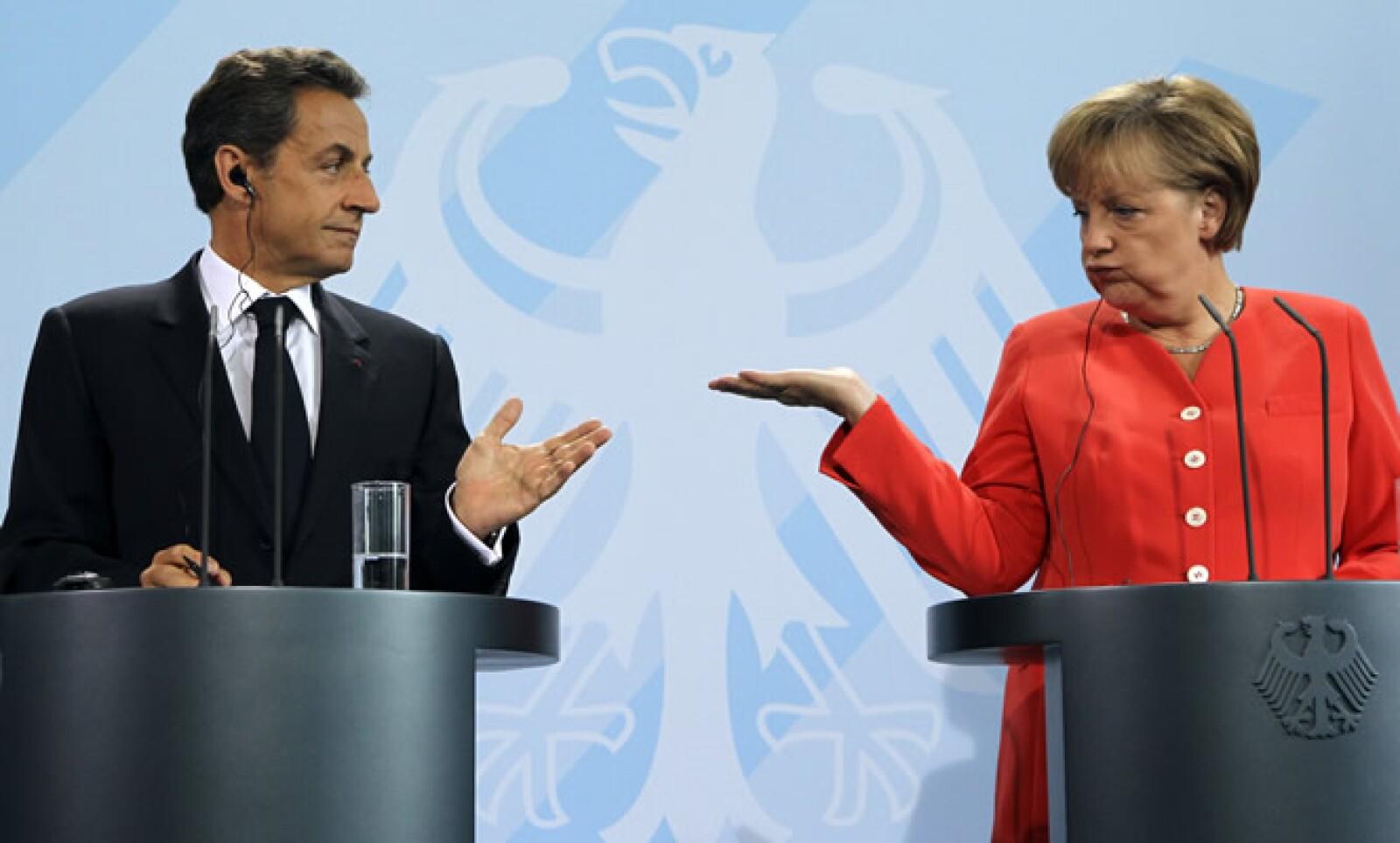 Angela Merkel, canciller alemana, y Nicolas Sarkozy, presidente de Francia, durante una de sus discusiones sobre el futuro económico de sus países y la zona del euro.