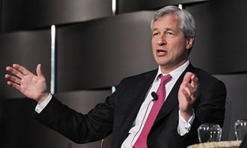 Dimon supera en la lista a John Stumpf, CEO de Wells Fargo, quien tuvo ingresos de 19.8 mdd. (Foto: Cortesía CNNMoney)