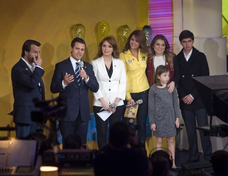Durante el Teletón número 16 la esposa de Enrique Peña Nieto lo acompañó a hacer su donativo y exhortó a los mexicanos a contribuir con esta causa, narró la experiencia de su hermana Carito.