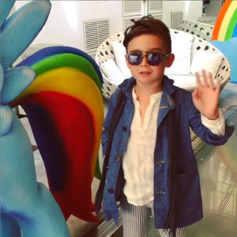 Alonso Mateo conquistó con su estilo y carisma a sus nuevos amigos italianos. Este colorido mini pony fue realizado especialmente para este edición de Firenze4Ever: Over the Rainbow.