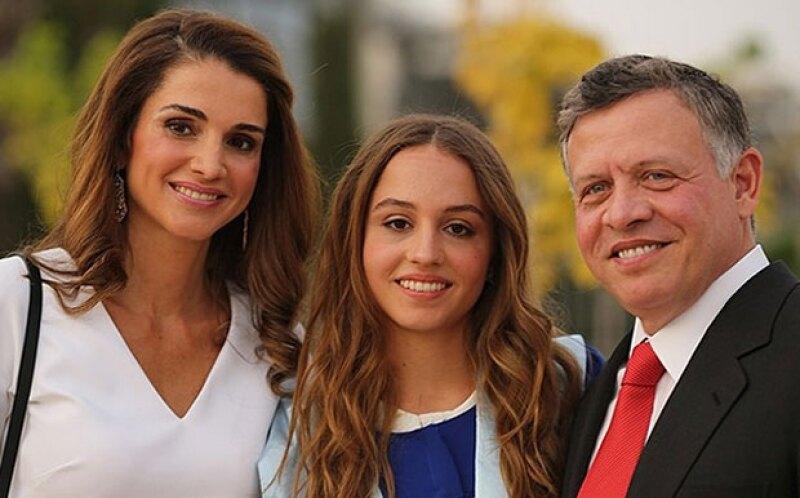 La segunda hija de el rey Abdullah II y la reina Rania de Jordania ha empezado a hacer apariciones en público robando más de una mirada.