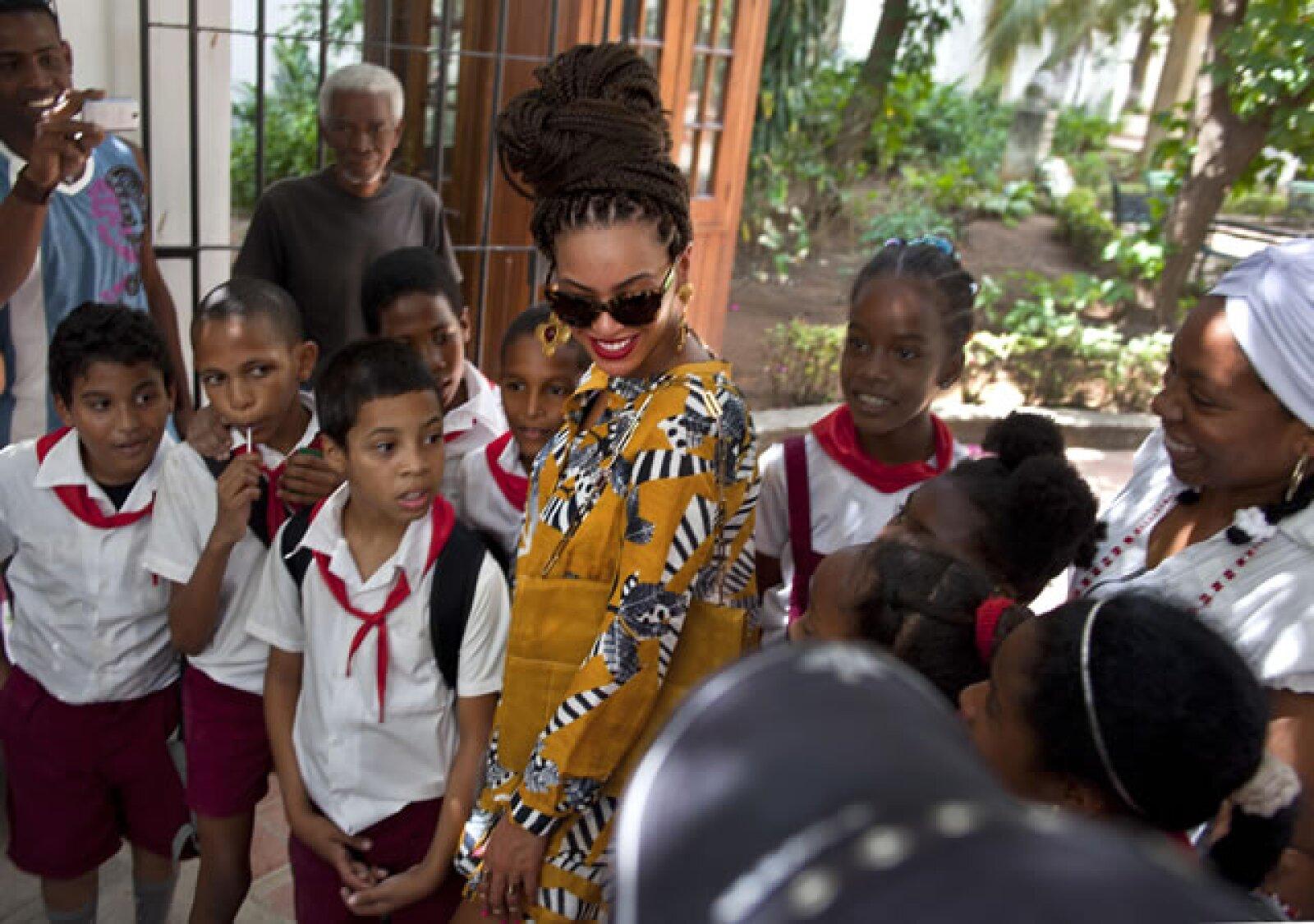Beyoncé tuvo una gran aceptación entre la gente, y muy feliz se tomaba fotografías con quien se lo solicitara.