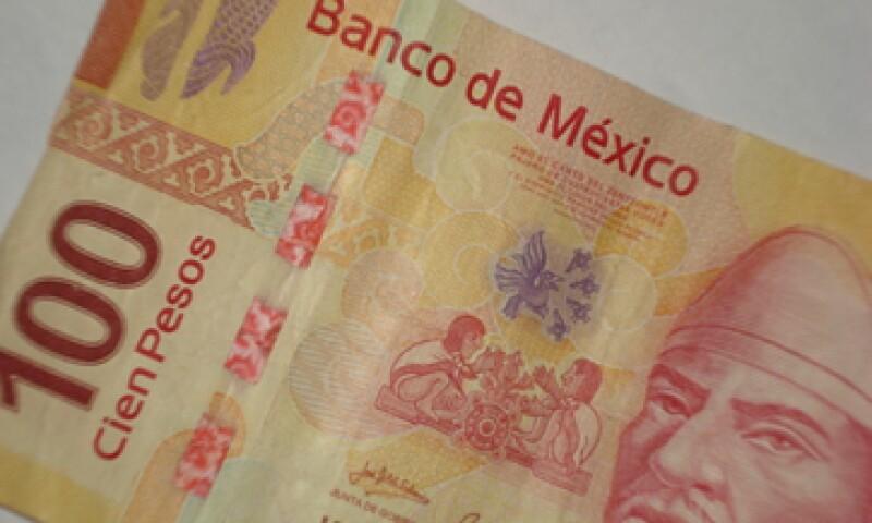 En ventanillas de bancos y casas de cambio, el peso operaba en 11.36 por dólar a la compra y en 11.76 pesos a la venta. (Foto: Karina Hernández)