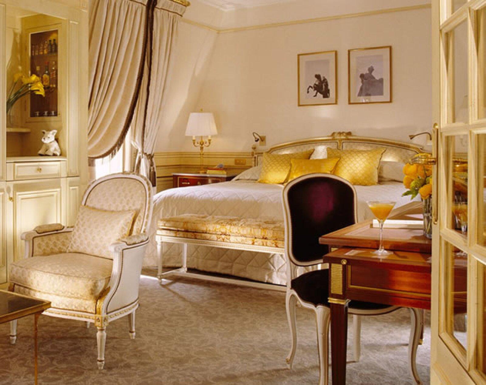 Le Meurice es considerado como uno de los hoteles más elegantes del mundo. Su bella decoración al estilo de Luis XVI, su exquisita comida supervisada por el ya reconocido Chef Michelin Alain Ducass...