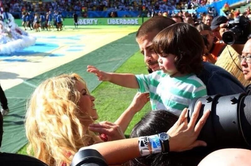 Piqué alcanzó a su familia en Río de Janeiro para ser espectador de la final de futbol Alemania vs Argentina.
