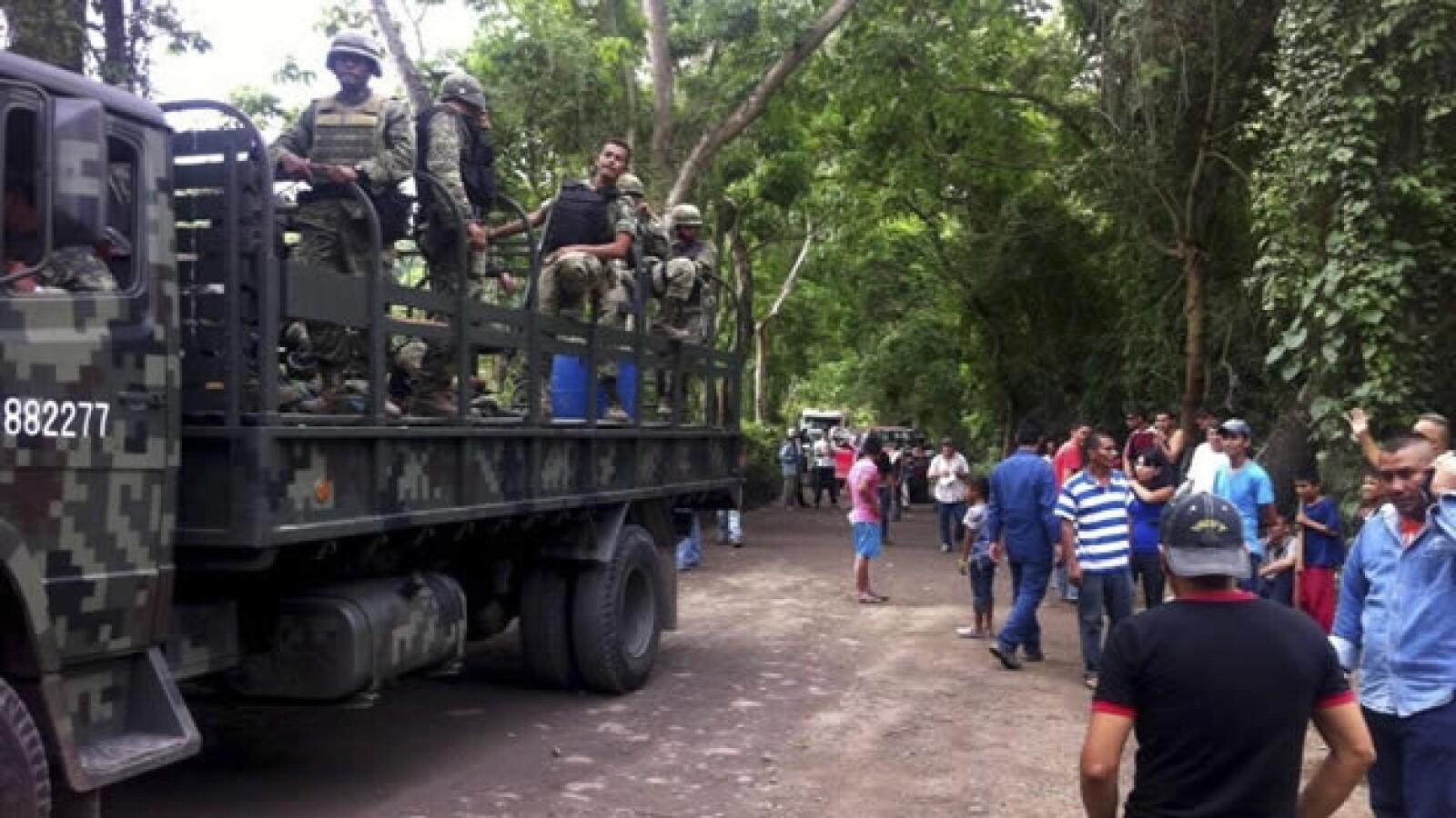 Operativo militar contra autodefensa en Aquila
