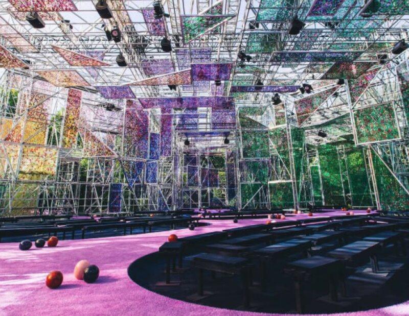 El escenario que Raf Simmons creó para la colección de Alta Costura de Christian Dior.