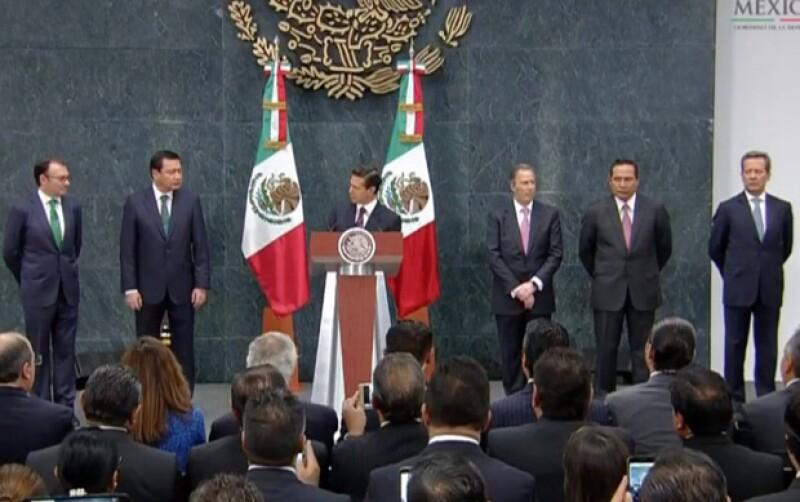 José Antonio Meade rindió protesta como secretario de Hacienda y Crédito Público, y Luis Enrique Miranda Nava hizo lo mismo al quedar al frente de la Secretaría de Desarrollo Social.