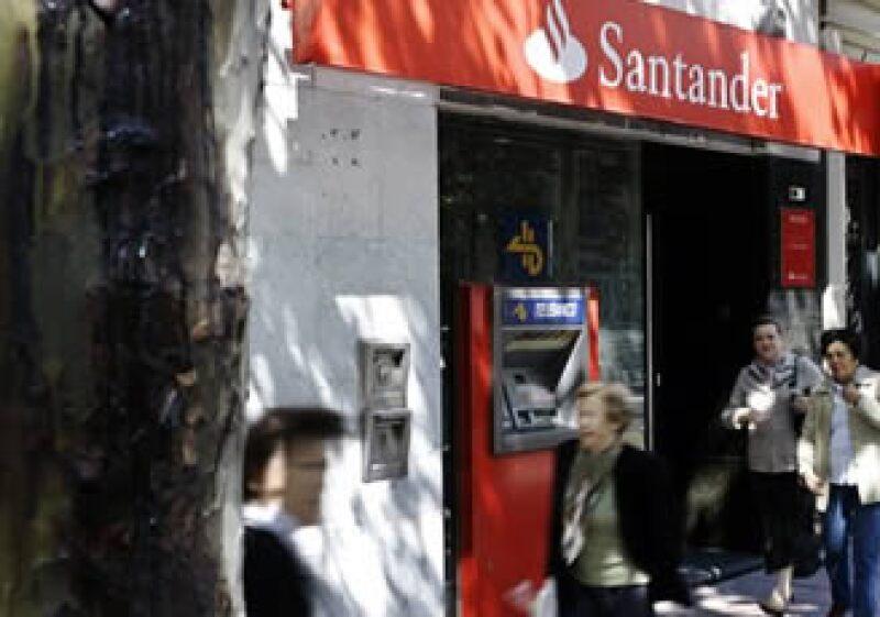 Grupo Santander creará 6,000 nuevos empleos a través del Centro. (Foto: AP)