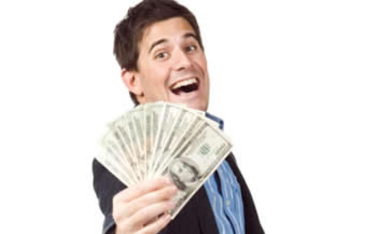 Las personas con prosperidad económica tienen un perfil de comportamiento muy particular ante el dinero, como evitar endeudarse con deseos pasajeros. Para ganar más dinero debes conocer también los básicos para invertir. (Foto: Archivo)