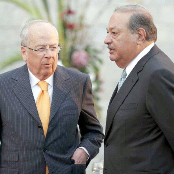 Los empresarios Claudio X. González y Carlos Slim charlaron un momento.