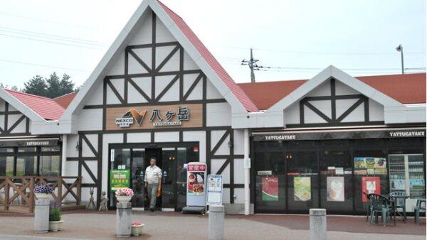 Una tienda sobre la carretera hacia Nagano