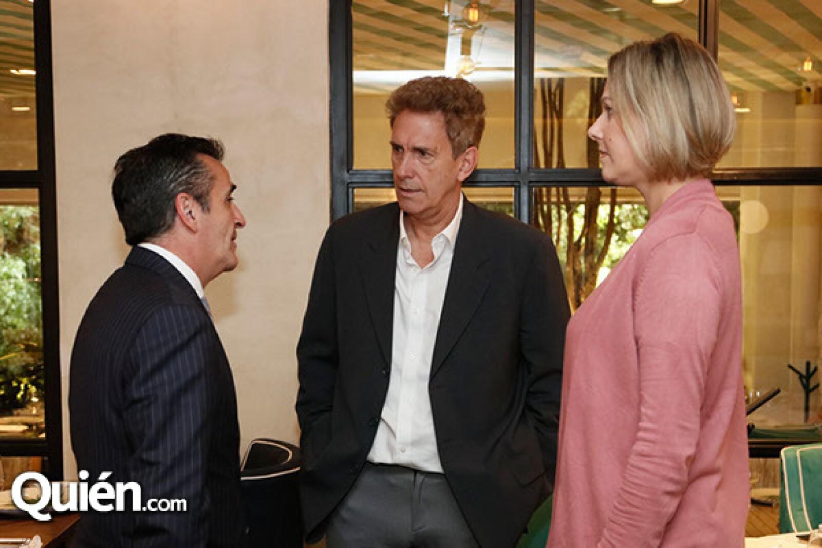 Carlos Morales con Fernando y Christi Lara
