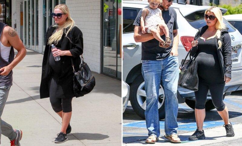 Las hermanas se ven idénticas en sus embarazos.