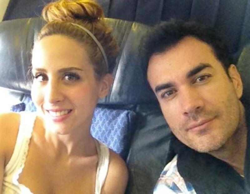 Cada vez que se puede, Lina, pareja del actor, acompaña a su novio a sus compromisos de trabajo.