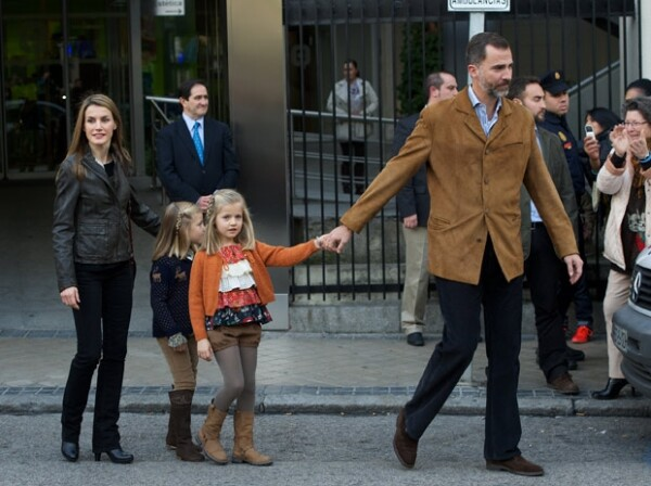 Letizia con su esposo Felipe y sus hijas Sofía y Leonor.