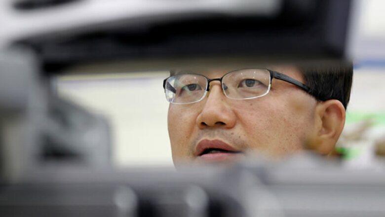 La Bolsa de Corea del Sur abrió este lunes con una caída de 1.4%. Las acciones cayeron a pesar de los esfuerzos de las autoridades mundiales para frenar la caída de la confianza de inversores.