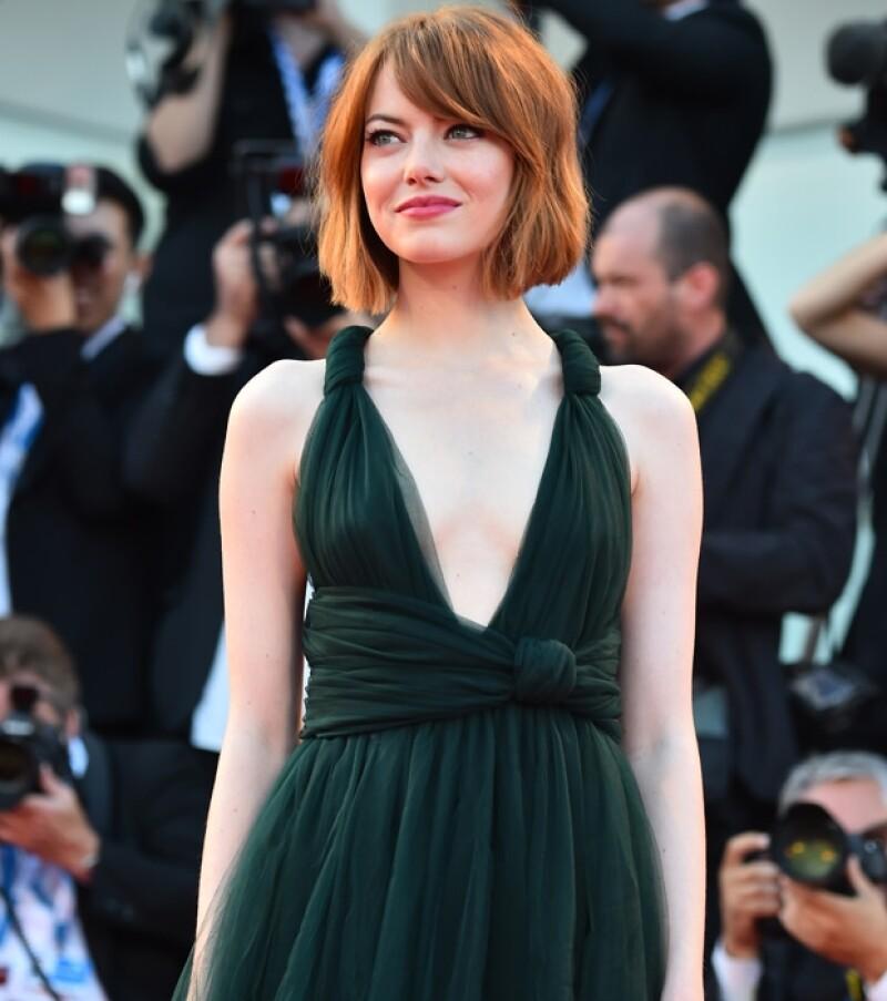 La actriz deslumbró con su atuendo para esta elegante ocasión.
