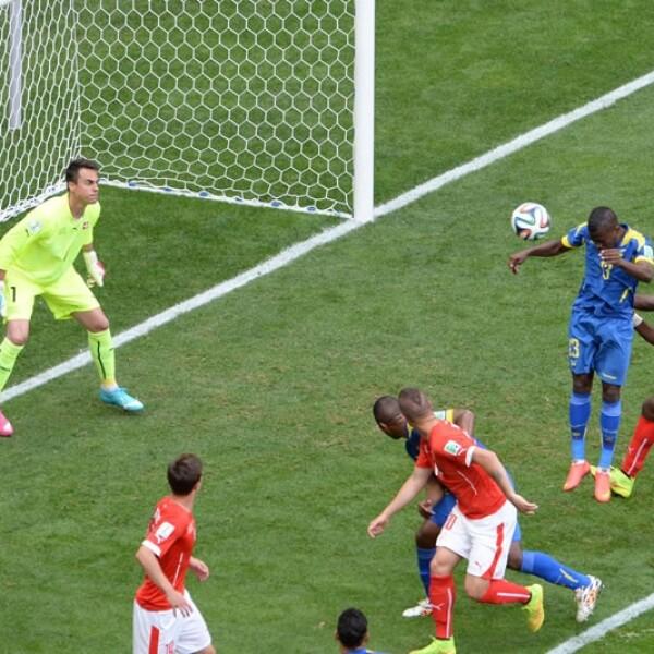 El delantero del Pachuca Enner Valencia abrió el marcador del partido a favor de Ecuador