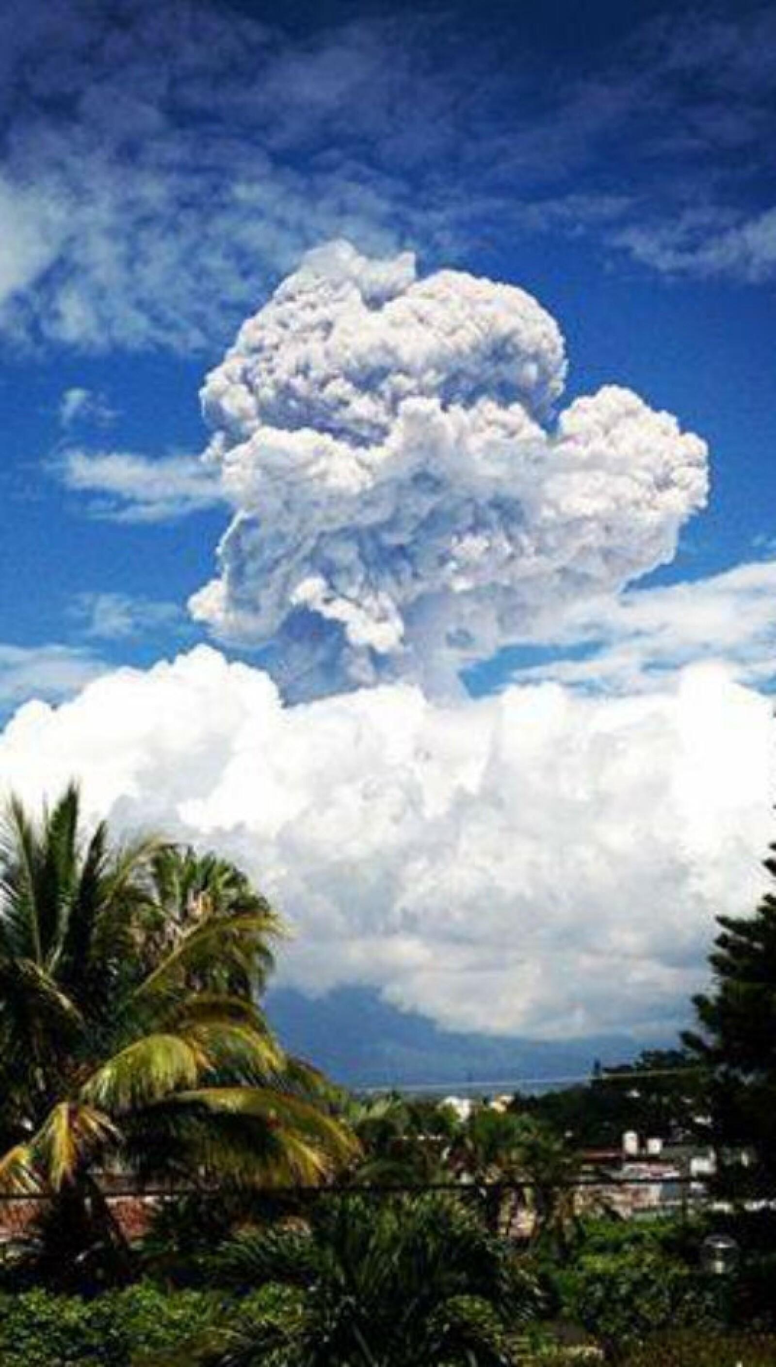 La fuerte exhalación del Volcán Colima, registrada hoy