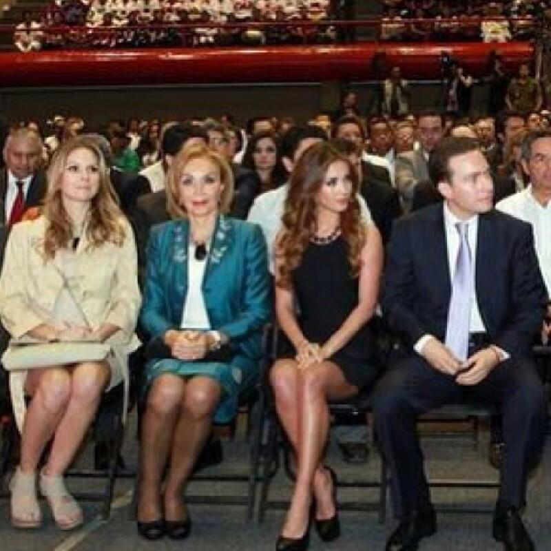 Anahí acompañando a la familia del gobernador de Chiapas.