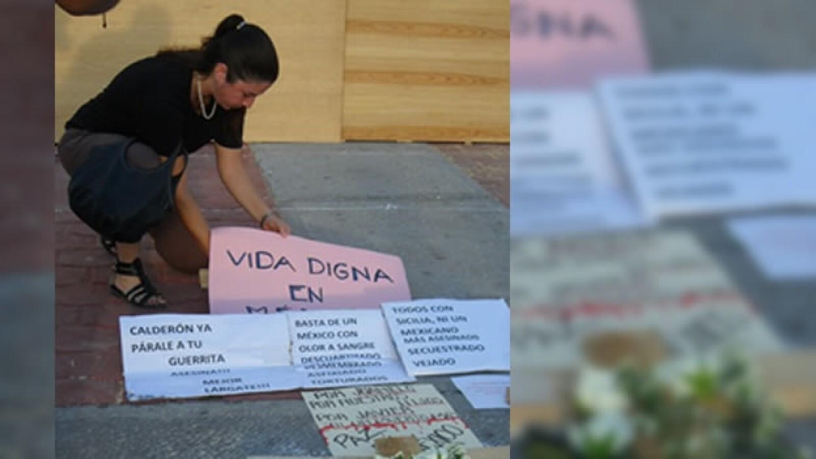 Manifestantes piden un alto a la violencia