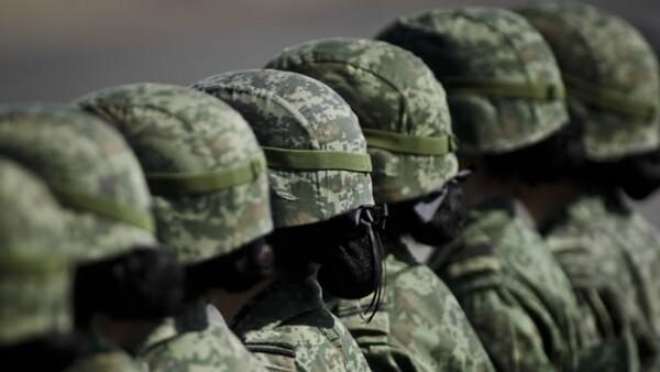 soldados en una ceremonia militar