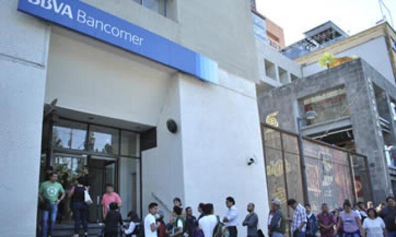 La banca por teléfono e Internet y los cajeros estarán a disposición de los clientes. (Foto: Cuartoscuro)