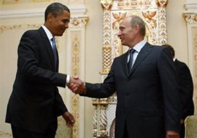 Barack Obama (izq.) y Vladimir Putin aceptaron que existen las condiciones para mejorar las relaciones entre EU y Rusia. (Foto: Reuters)