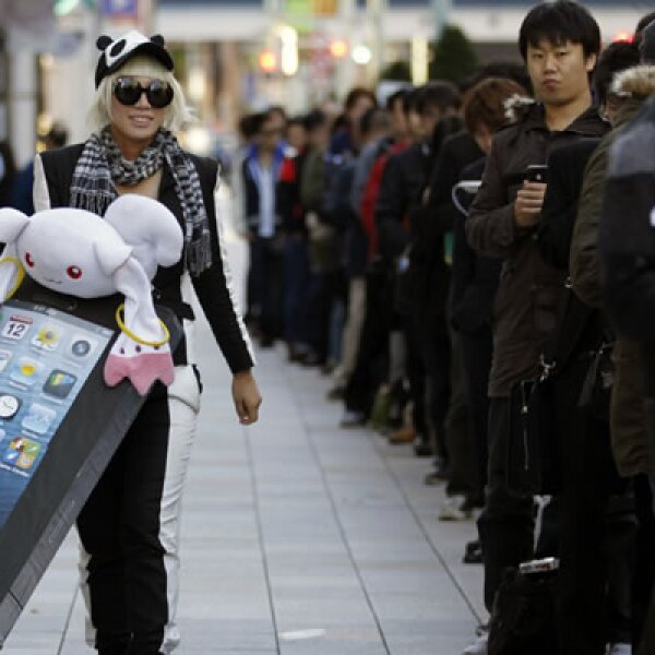 Las filas a afuera de la tienda reflejan el éxito que la tableta de 7.9 pulgadas tendrá en Japón.