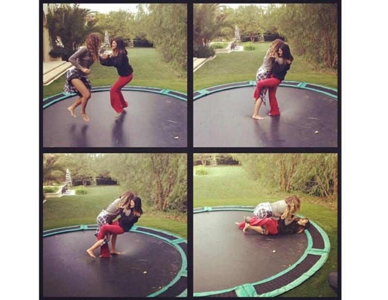 Mediante Instagram, Khloé subió un par de fotos donde aparece jugando con su media hermana, pero no todo fue diversión pues Kylie terminó lastimada.