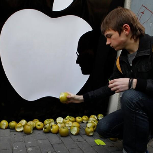 El logo de Apple, modificado con el perfil de Jobs, pudo ser visto en varias de las tiendas de la tecnológica.