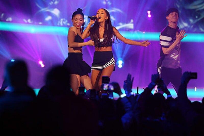 La cantante sufrió un accidente en su primer show.