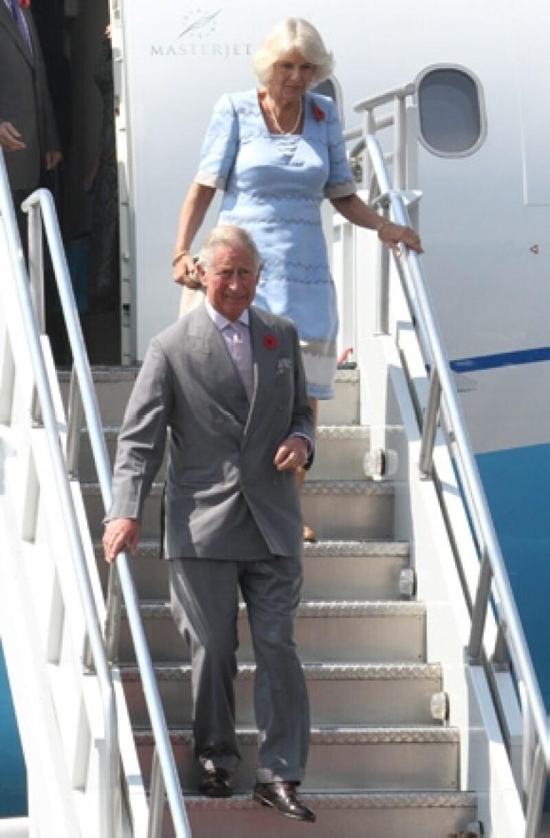Sus altezas reales fueron recibidos por el secretario de relaciones exteriores José Antonio Meade en el hangar presidencial. Se espera que se reúnan con Enrique Peña Nieto.