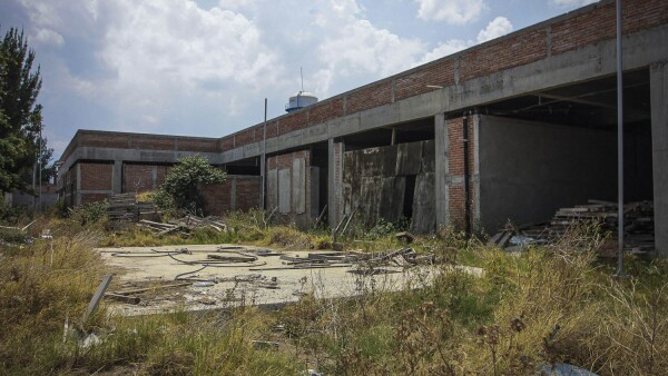 Obras de hospitales suspendidas en México.