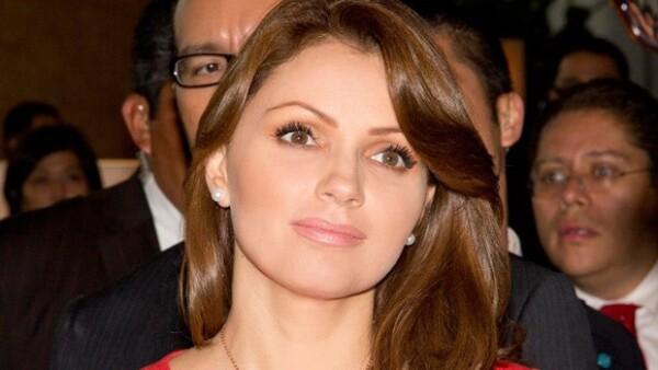 Expertas en imagen sugieren a Angelica difuminar un poco sus cejas.