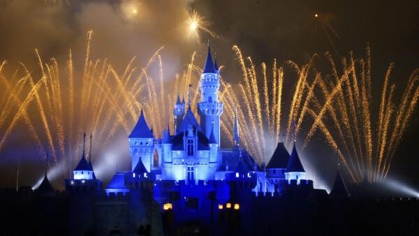 La caída de la publicidad y las suscripciones en su cadena de deportes ESPN dañó el pronóstico de utilidades de Disney.