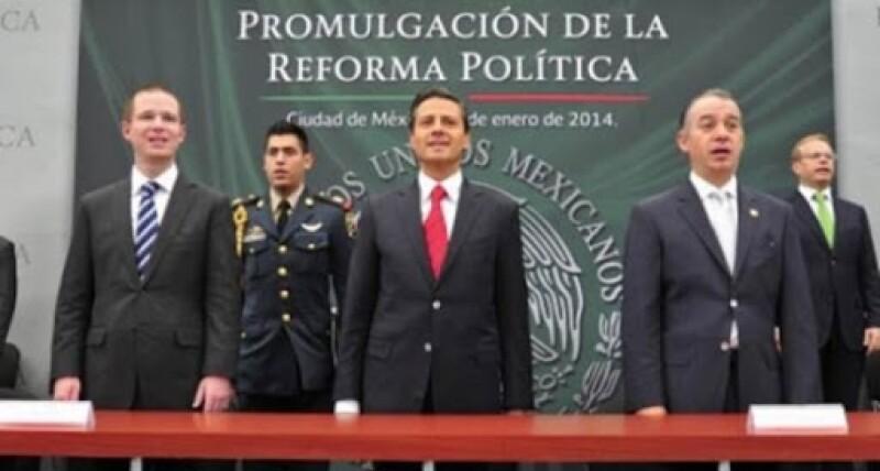 Acompañan a Peña Nieto: Ricardo Anya (izquierda) y Raúl Cervantes (derecha)