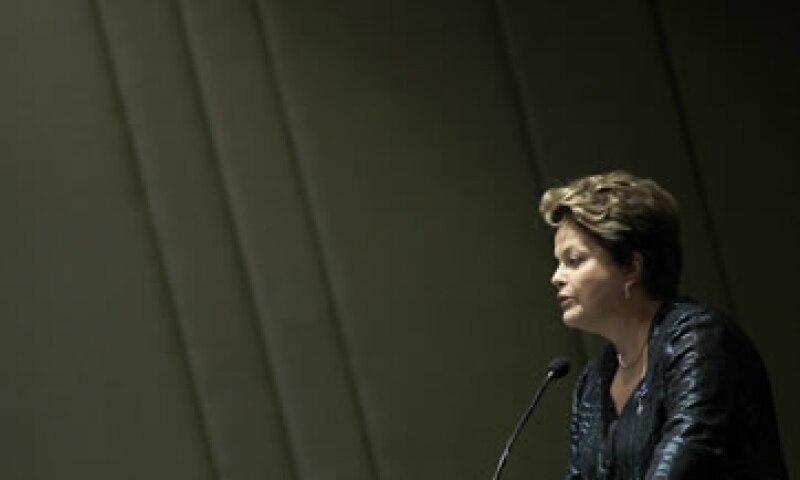La mandataria Dilma Rousseff dedicó el día a analizar su propuesta con diversos sectores del país. (Foto: AP)