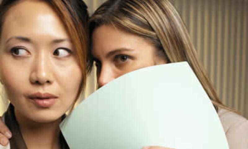 La forma en que se desarrolla el rumor parte de un error mínimo e incluso de mentiras. (Foto: Thinkstock)